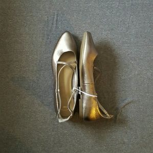 NWT. GAP Metallic Flats